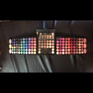Sephora eyeshadow lipgloss blush highlight face
